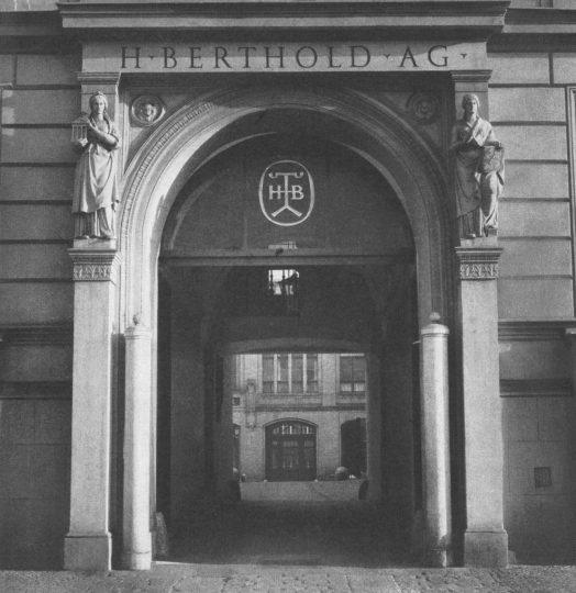 Entrance to the Mehringdamm 43 tenement building, c.1958.